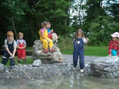 Kinder am Schafplatz