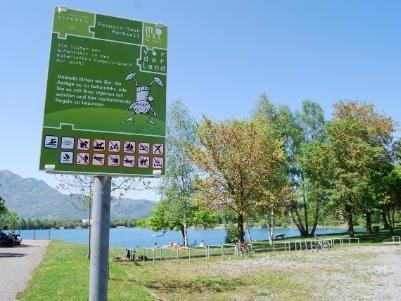 Mit ansprechenden Tafeln werden die Besucher ab sofort über die Nutzungsregen informiert.