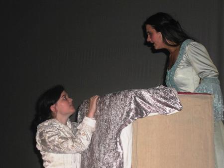 Romeo (Christina Bleyer) und Julia (Tiziana Bautista).