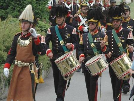 Der Sappeur und die Tamboure führen die Prozession an.