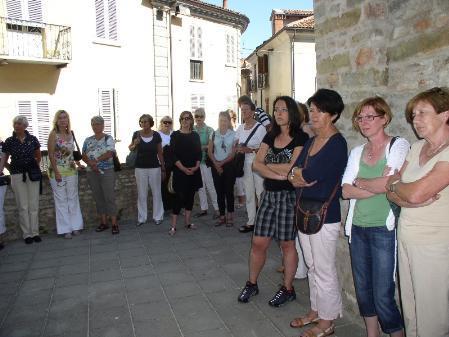 Mitglieder des Literaturforums LiLi vor dem Cesare Pavese-Museum. Evelyn Brandt