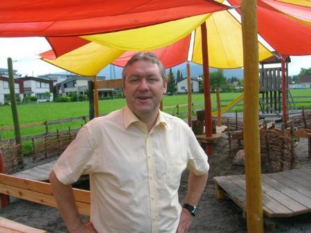 Werner Hagen beim neuen Spielplatz in Lauterach.