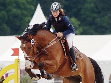Auch Lisa Maria hat sich mit ihrem Pferd gewissenhaft auf das Reitsportturnier im Montafon vorbereitet.