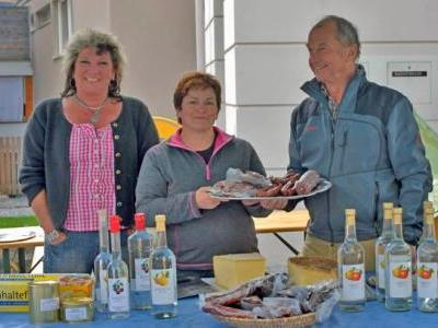 Bild: Auf viele Besucher freuen sich die Marktständler, der Gola-Verein und die Gemeinde Tschagguns.