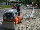 Bild: Die Arbeiten an der neuen Busbucht und dem getrennten Fahrradweg auf der Hämmerlestraße laufen auf Hochtouren.