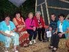 Die Blumenegger Mundartfrauen im heimeligen Kubus