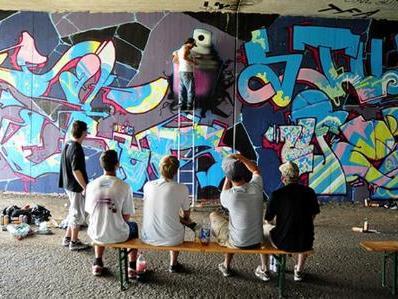 Graffiti Workshop an einer der legalen Feldkircher Graffiti-Wände