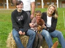 Jutta und Harald Elbs mit beiden Töchtern.