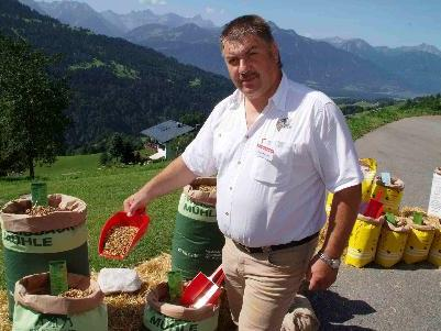 Durfte sich über Interesse an den Futtermitteln und Lob über seinen Zuchtbetrieb freuen: Rupert Nigsch.