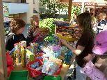 Bild: Auch Kinder können auf dem Feldkircher Trödelmarkt ihre Spielsachen und Bücher ?feilbieten?.