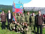 Bürgermeister Pintl mit Kommandant, Jugendleiter und Feuerwehr-Jugend
