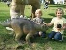 Der kleine Dino lässt sich gerne streicheln ...