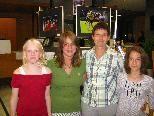 Die Foto Jugendlandesleiterin Karin Ströhle mit Belinda, Angelina u. Riccarda
