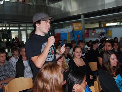Die Schüler zeigten sich bei ihren Fragen gut vorinformiert und kritisch.