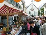 Groß und Klein boten ihre Waren am Feldkircher Trödelmarkt an.