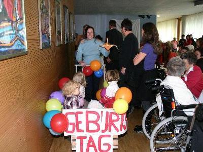 Heimbewohner feiern Geburtstag