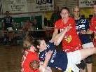 Kampf um jeden Zentimeter versprechen Feldkirchs Handballer. Foto: Thomas Knobel