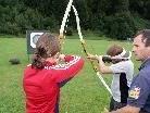 Manfred Dietrich instruierte die Kids über die Handhabung von Pfeil und Bogen.