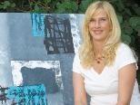 Manuela Tagwercher zeigt ihre Bilder in der Sparkasse Altenstadt