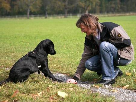 Ruth Hochstätter beim Hundetraining