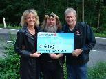 Spendenübergabe von Dieter Wild an Christoph Hackspiel und Silvia Steinhauser/ Foto: BSA