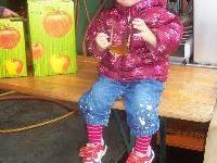 Süßmost schmeckt der kleinen Clara
