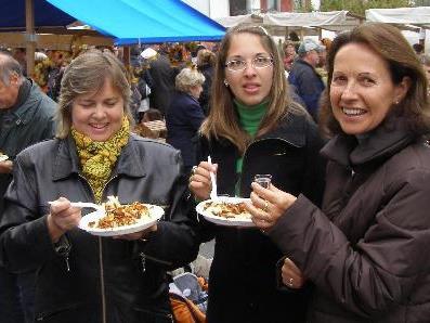 Symbolbild: Frauen beim Märktle in Hohenweiler