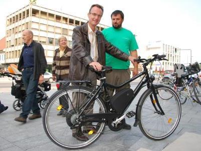Auch Stadtrat Guntram Mäser war nach einer Testfahrt vom Landrad begeistert.