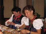 Aufwändige Feinarbeit: Das Fertigen der Walser Tracht