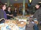 """Beim Altacher Brotmarkt wechselte das Brot sprichwörtlich """"wie die warmen Semmel"""" seine Besitzer."""