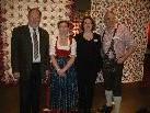 Bürgermeister Werner Huber, Obfrau der Patchwork Gilde Austria Helen Heaney, Obfrau der Ländlequilterinnen Monika Armellini und Erich Steinbach bei der Eröffnung in der Kulturbühne Am Bach.