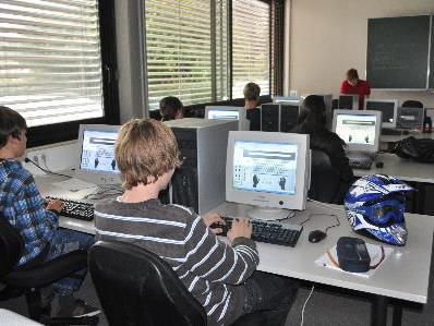 Dank der neuen Unterrichtsmethode lernen die Schüler schnell und spielerisch das Computerschreiben.
