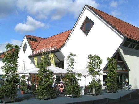 Das Bremer Tourneetheater gastiert im Reichshofsaal.