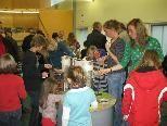 Das Kerzenziehen war die beliebteste Aktion des heurigen Montessori-Erlebnisbazars