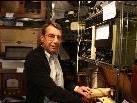 Der ambitionierte Amateurfunker Karlheinz Mallinger ist stolzer Besitzer der Radiosammlung und zudem technischer Mitarbeiter in der Vorarlberger Museumswelt in Frastanz