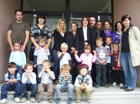 Die Eltern und Kinder des Kindergarten Sala fordern eine bessere Lösung für den Umzug ihres Kindergartens.