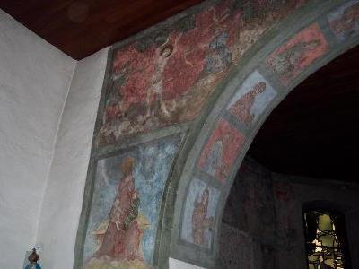 Die Fresken in der Kirche St. Jakobus zeigen Szenen aus dem Leben Mariens