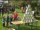 Die Kleinen hatten ihren Spaß beim Büchsenwerfen