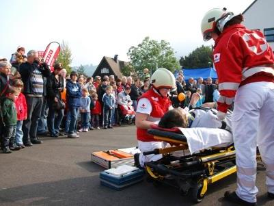 Die gemeinsame Übung von Feuerwehr und Rotem Kreuz veranschaulichte, was im Ernstfall passiert.