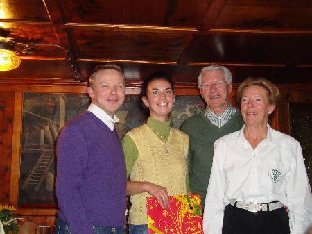 Frau Simone Salzgeber wurde für ihre treue Mitarbeit im Cafe Frederick geehrt.