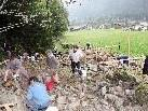 Großes Interesse beim Trockenmauerkurs an der historischen Via Valtellina in Galgenul.