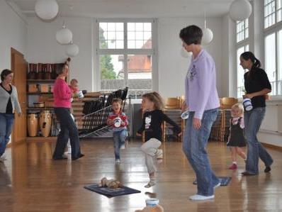 In der Eltern-Kind-Gruppe steht der Spaß an der Musik im Vordergrund.