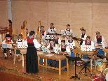 Kinder-Zitherchor unter der Leitung von Luzia Richter