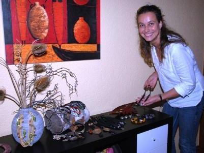 Natalie Moosmann braucht Platz für neuen Schmuck aus Afrika.