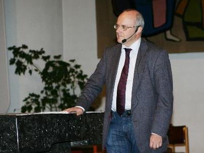 Reinhard Haller referierte in der Friedenskirche Bürs