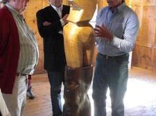 Remus Botarro führte die Besucher persönlich durch die Ausstellung.