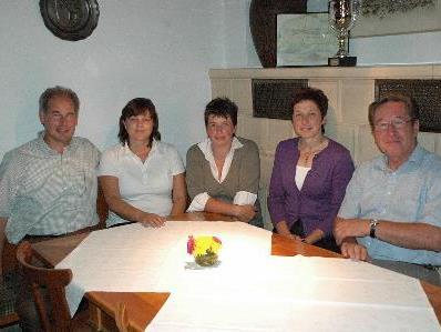 Ruth Burtscher (Mitte) wurde für weitere fünf Jahre zur Ortsbäuerin gewählt.