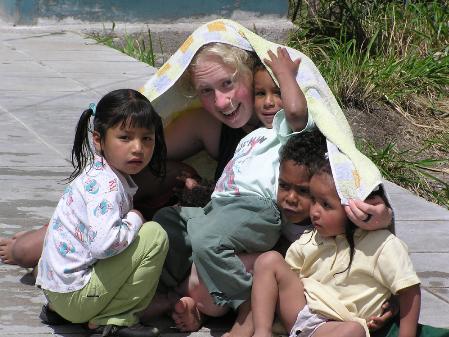 """Soziale Einsätze im Ausland  Am Montag, 19. Oktober 2009 findet um 18 Uhr im aha Bregenz eine kostenlose Infoveranstaltung für Jugendliche zum Thema """"Soziale Einsätze"""" statt.  Straßenkinderprojekt in Äthiopien, Kinderbetreuung in Mosambik oder Bildung für Kinder mit Behinderung in Ecuador – Die Möglichkeiten für junge Menschen, sich sozial zu engagieren, sind vielfältig. Bei der Veranstaltung informiert Irene Kurz von der Auslandshilfe Caritas, wie Jugendliche bei verschiedenen Projekten im Ausland mitarbeiten können. Termine und Themen weiterer Informationsveranstaltungen im aha sind unter www.aha.or.at/events abrufbar.   Foto: Caritas Vorarlberg, Marion Burger Bildunterschrift: """"Soziale Einsätze im Ausland"""" – Infoveranstaltung am 19. Oktober im aha Bregenz."""