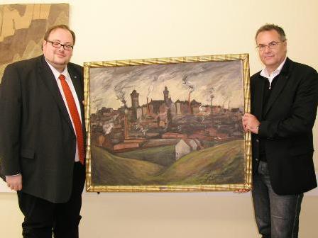 StR. Günter Linder (r.) überreichte das Gemälde offiziell an Sven Wiertz als Vertreter der Stadt Remscheid.