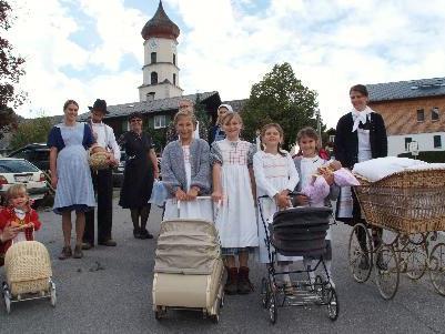 nostalgisch-bergbäuerliche Kleidung beim Leonhardiritt